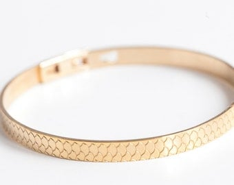Scale bangle gold fill - Bangle with fish scale pattern
