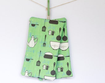 Green Retro Pot Holders / Hot Pads – Set of 2