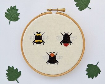 Cross stitch bee. Cross stitch bumble bee. Queen Bumblebees. Small cross stitch pattern.  Bee cross stitch chart. Instant download PDF