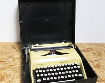 Working Typewriter Vintage Portable Sperry Rand Remington Ten Forty 1970