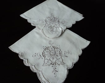 French vintage set of two embroidered  napkins (01751)