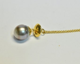 Thaiti Pearl necklace in 18kt gold, yellow gold chain, pendant Thaiti pearl , handmade necklace. Italian Jewellery.Made in Italy.