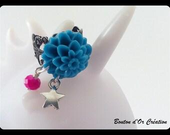 Blue flower ring.