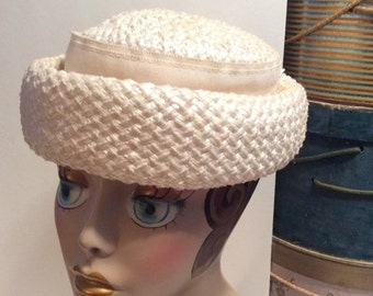 50% Off Sale Vintage 1950s Off White Straw Pillbox Hat Union Label