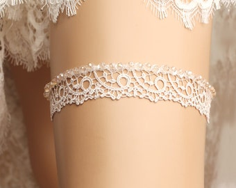 Wedding garter, bridal garter, toss garter, lace garter, rhinestone garter, crystal garter, lace wedding garter, crystal wedding garter