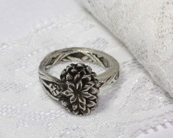 Size 8. Spoon ring, silver plated, floral