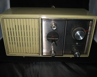 Vintage General Electric Solid State Alarm Clock AM FM Radio C4510D - Beige, working!