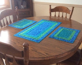 Quilted table runner with two matching placemats, Hawaiian blue table runner, teal and blue placemats, hand quilted table mats