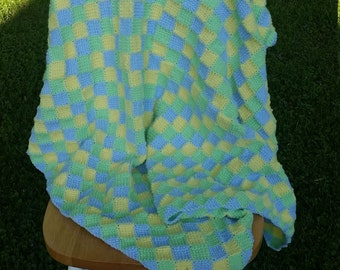 Baby blanket featuring entrelac