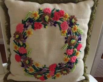 Mid Century Crewel Flower Wreath Throw Accent Sofa Couch Pillow