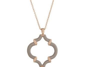 Gold Tone Quatrefoil Necklace in Gray