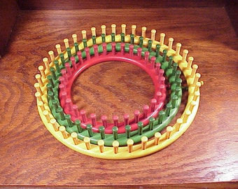 3 Round Knifty Knitter Weaving Hat Looms, Yellow, Green and Red, Provo Crafts, Circle, Extra-Large, Large, Medium, Craft Tools
