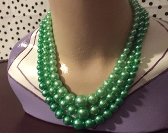 Jewellery green multi-strand faux pearl necklace in excellent vintage condition