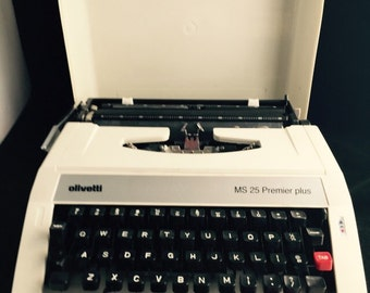 Olivetti MS 25 Premier Plus Manual Typewriter with Carrying Case