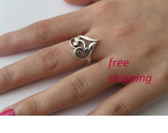 Sterling silver mother and child ring.