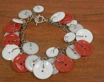 """SALE 25% off! Red and white vintage Button Charm Bracelet, 8"""""""