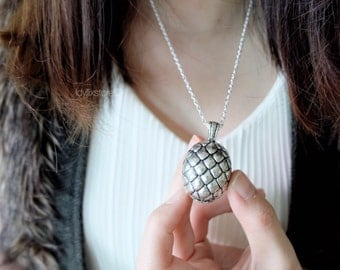 Game Of Thrones Dragon Egg / Khaleesi Dragon Egg Necklace / GOT inspired Jewelry / Antique and Vintage Necklace