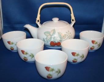 Porcelain Oriental Strawberry Blossom Tea Set for 5 Asian Japanese