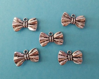 5 Antiqued Silver Bow Tie Charm Pendants | Bow Ties are Cool | 2032