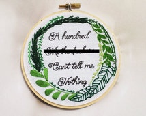 Nicki Minaj 'Beez In The Trap' Hand Embroidery Hoop Art Rap Lyrics Phrase Palm Wreath Wall Decor Hip Hop Home Decor Hand Stitched Wall Art