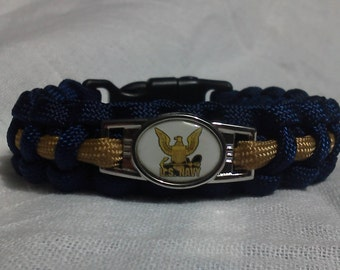 US Navy paracord / survival bracelet, with whistle.