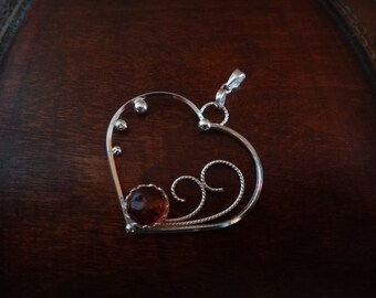 Heart pendant & amber