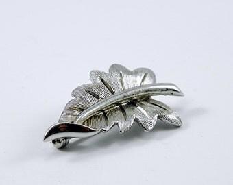 Vintage Silver Tone Leaf Brooch, Leaf Pin, Vintage Brooch, Silver Brooch, Silver Pin, Vintage Jewelry, 1960's Brooch