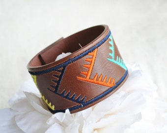 cuff - bracelet - leather cuff - leather bracelet - jewlery - upcycled cuff - belt cuff - zigzag stiched cuff