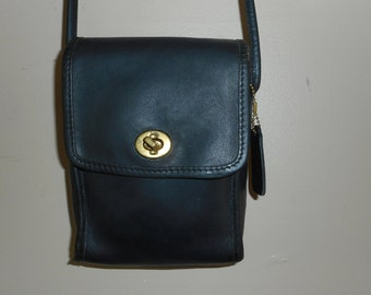 VINTAGE COACH Small 5.5 x 7 Black Leather Scooter Crossbody Shoulder Bag