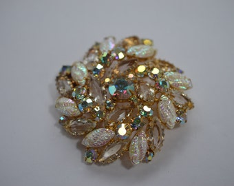 Dazzling DeLizza and Elster Juliana brooch pin