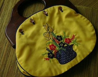 Vintage 70's flower button handbag with wooden handles