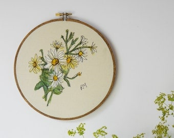 Embroidered Daisies in Hoop