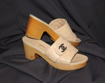 AUTHENTIC CHANEL Clogs Mules Wooden Platform Light Beige Leather Shoes  Size 38 (8 US) Made in Italy