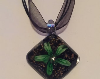 Glasswork flower pendant