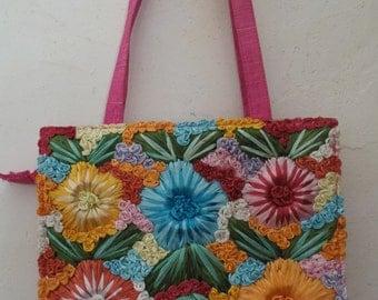 Embroidery of raffia bag