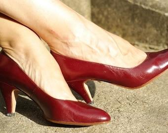 Women's shoes - red vintage pumps