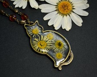 Cat necklace Daisy flowers Resin flowers Vintage pendant Cat pendant necklace Cat jewelry Boho necklace cat Bronze Eco gift Cat lovers