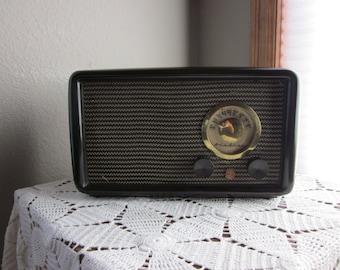 Vintage Tube AM Radio - 1946 Airline 84-HA-1527