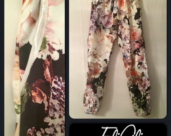 Flower print girls trousers with pockets.