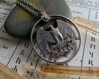 United States Cut Coin Necklace in Silver Tone. Quarter, 25 Cents, American Coin, 1965-1998. Eagle