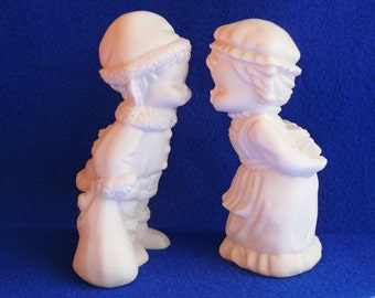 """Kissing boy and girl Santa Claus and Mrs Claus figurines -- 5"""" porcelain bisque ceramic ready to paint"""
