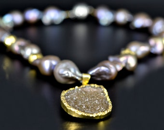 Freshwater Pearl Necklace w/ Druzy (Pink/Gold)