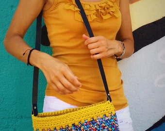 Crocheted shoulderbag with leather handle. Crocheted handbag. Purse.