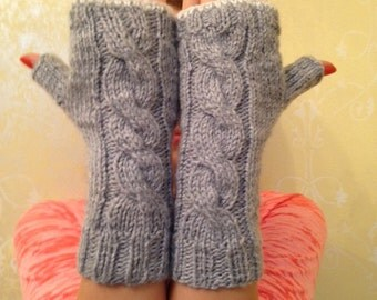 Knitted fingerless silvery gray gloves