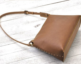 One Shoulder Leather Bag With Zipped Closure