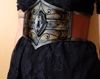 steampunk waist belt / underbust corset with fake lock. adjustable thanks to the corset closure
