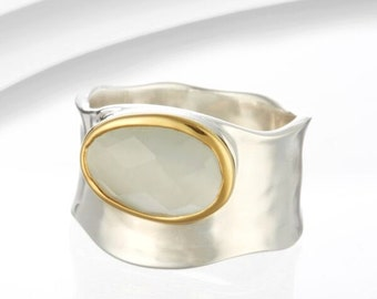 Mona Lisa Moonstone Ring / Silver, Gold, Moonstone Ring