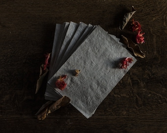 Handmade recycled paper with plants fibers. (28 sheets)