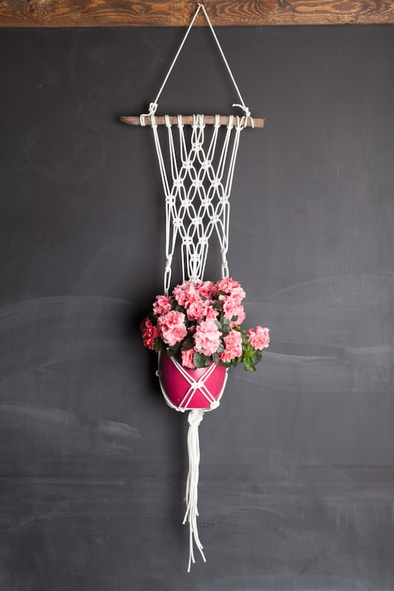 macram white pot holder with wooden stand hanging vase. Black Bedroom Furniture Sets. Home Design Ideas