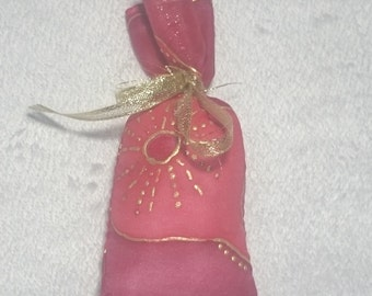 Small bag in silk, red, 12 x 5.5 cm